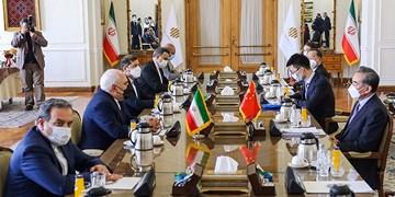 ظریف در دیدار وانگ یی: رفع تحریمها علیه ایران، میتواند زمینه اجرای کامل برجام را فراهم کند