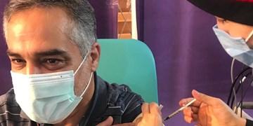 قاری بینالمللی قرآن واکسن ایرانی کرونا را داوطلبانه دریافت کرد+عکس