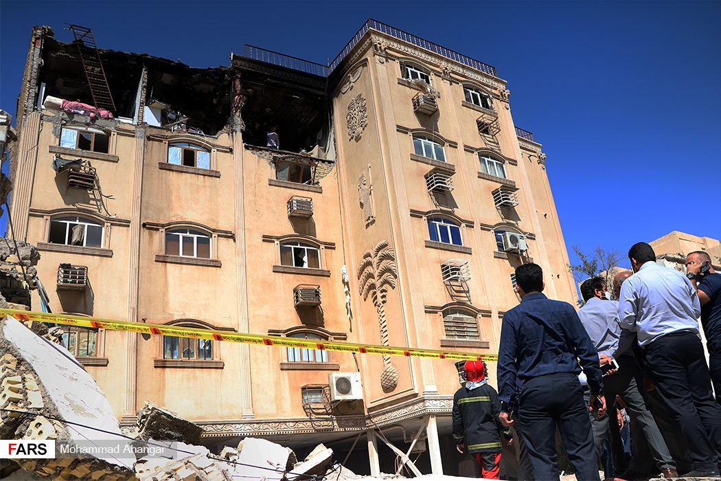 آتش سوزی در یک واحد مسکونی ۴ طبقه در منطقه کیان آباد به دلیل انفجار گاز