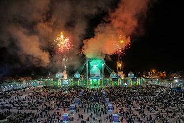 نورافشانی آسمان مسجد مقدس جمکران قم در شب نیمه شعبان