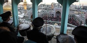 فیلم| نواخته شدن نقارههای حرم امام رضا(ع) در روز میلاد صاحب الزمان(عج)