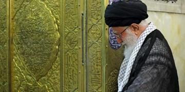 رهبر انقلاب زیارتهای خود را به نیابت از امام زمان(عج) انجام میدهند