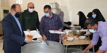 توزیع 313 پرس غذای گرم به نیت امام زمان(عج) توسط بسیجیان در اردکان