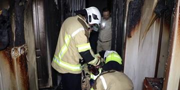 نجات ۵ نفر از میان شعلههای آتش در مشهد
