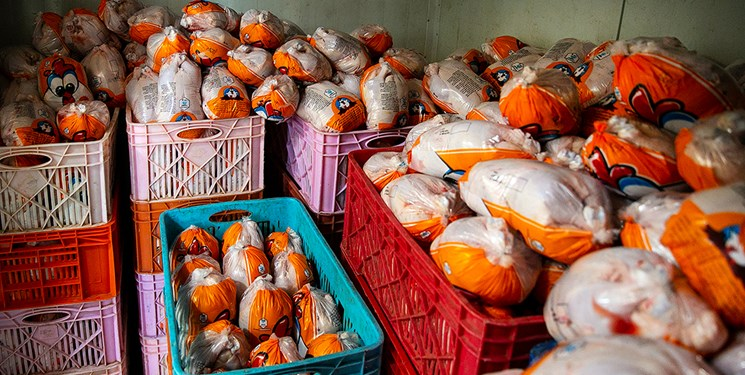 خودرو حامل قاچاق مرغ در صومعه سرا متوقف شد