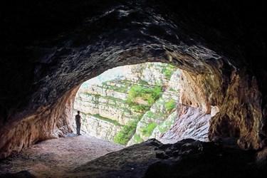 نمایی از دهانه غار دربند رشی