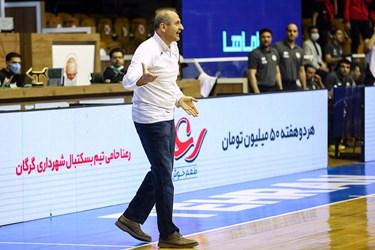 مصطفی هاشمی سرمربی تیم بسکتبال شیمیدر قم