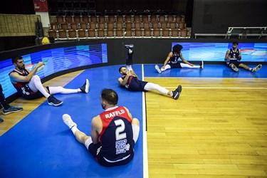 بازیکنان تیم بسکتبال شیمیدر قم در پایان دیدار با تیم بسکتبال شهرداری گرگان