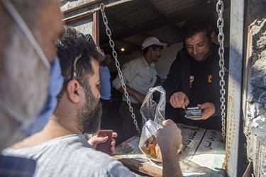 خرید و فروش بدون واسطه ماهی در همان محل صید که با استقبال مردم مواجه است