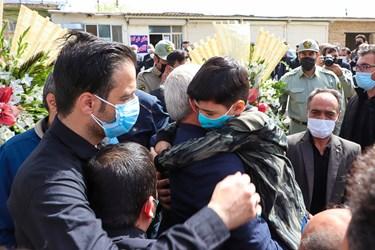 حضور فرزند شهید والامقام محیط بان میکاییل هاشمی در مراسم تشییع