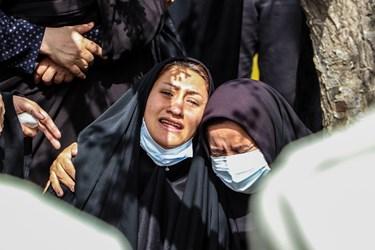 حضور خواهر شهید والامقام محیط بان میکاییل هاشمی در مراسم تشییع