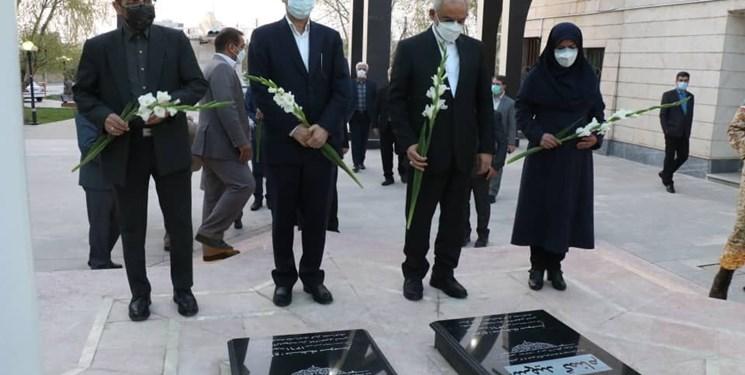 ادای احترام وزیر آموزش و پرورش به مقام شامخ شهدا در ارومیه
