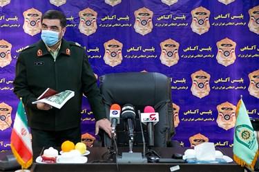 ورود سردار علیرضا لطفی رئیس پلیس آگاهی به نشست خبری