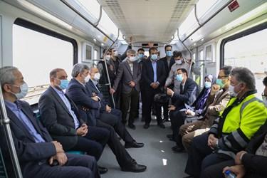 بازدید پیروز حناچی، شهردار تهران  از   قطار ملی مترو