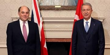 رایزنی وزرای دفاع ترکیه و انگلیس درباره همکاریهای نظامی