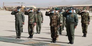 بازدید فرمانده کل ارتش از آمادگاه و پایگاه هوانیروز آبیک