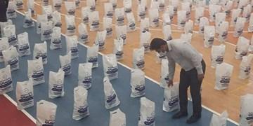 تداوم کمک مومنانه| توزیع بیش از ۲ هزار  بسته کمک معیشتی در فیروزآباد