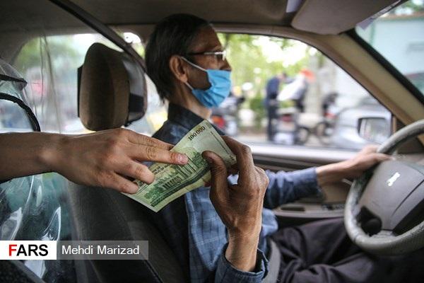 14000121000818637536825227900956 87617 PhotoL - فوت ۲۰۰ راننده تاکسی در پایتخت به دلیل کرونا/۱۰۰ هزار تاکسیران در صف  دریافت  واکسن