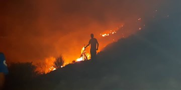 اطفای آتشسوزی ۵۰ هکتاری روستای رزک جهرم/ آتشسوزی در ارتفاعات هنگام مهار شد