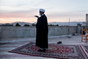نماینده ولی فقیه در خراسان شمالی  در حال نماز