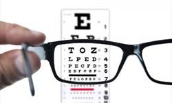 الزام بیماران به خرید عینک توسط بیناییسنجها خلاف قانون است