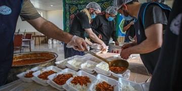 پخت ۱۶ هزارپرس غذای گرم برای خانوادههای نیازمند توسط یک هیأت