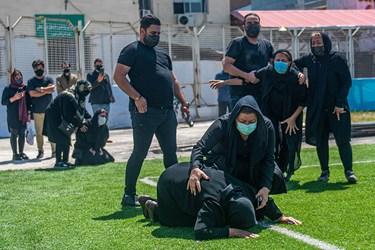اخرین دیدار خانواده با پیکر نادر دستنشان در ورزشگاه شهید وطنی شهرستان قائمشهر