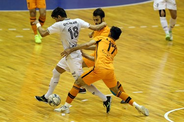 دیدار تیم های فوتسال مس سونگون و گیتی پسند در سالن هندبال مجموعه ورزشی انقلاب تهران