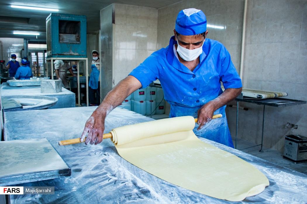 آماده سازی خمیر برای پخت گوشه فیل
