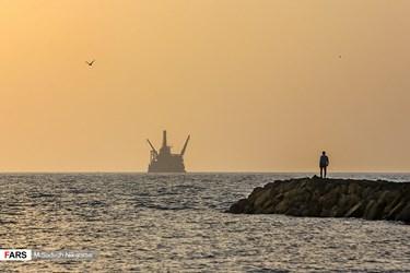 کشتی لوله گذار فراساحلی در دریای عمان در پروژه استراتژیک خط لوله ۹۹۶ کیلومتری انتقال نفت گوره به جاسک با ظرفیت نهایی انتقال ۱ میلیون بشکه نفت در روز با تکیه بر توان داخلی
