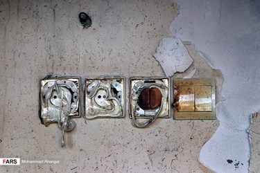 خسارات وارده به علت آتش سوزی در یک واحد مسکونی ۴ طبقه در منطقه کیان آباد اهواز به دلیل انفجار گاز در واحد واقع در طبقه چهارم مجتمع مسکونی