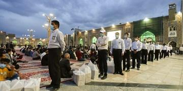 لحظات ملکوتی افطار در کنار زائران روزهدار حرم منور رضوی