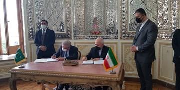 یادداشت تفاهم ایجاد بازارچههای مرزی  بین ایران و پاکستان امضا شد