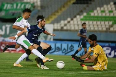 لیگ برتر فوتبال     آلومینیوم اراک 1 - 1 پیکان تهران