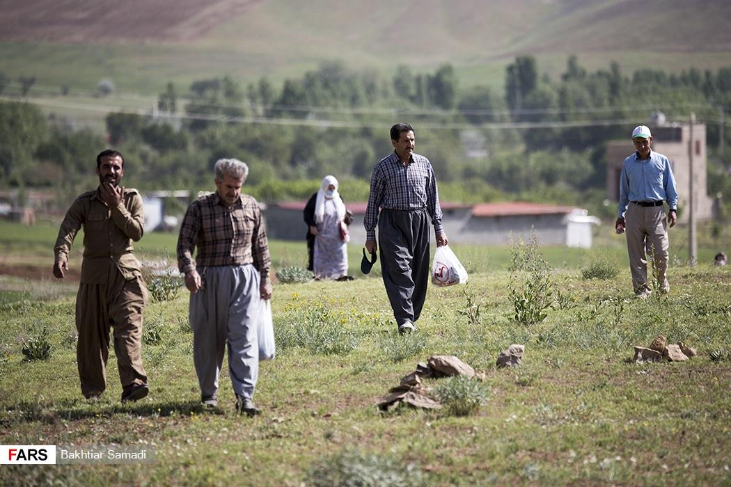 حرکت مردم به سمت محل اقامه نماز