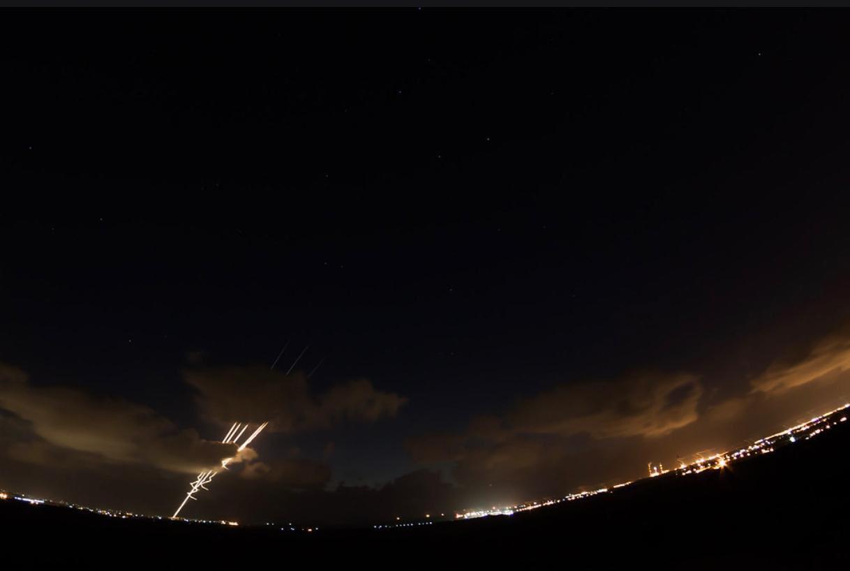 اصابت راکت نزدیک نظامیان صهیونیست حوالی فنسهای امنیتی غزه