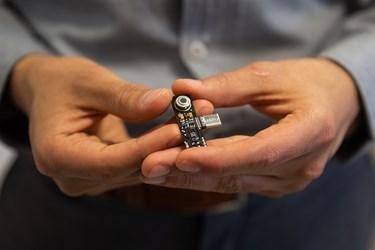 توکن IDS می تواند با نصب بر روی گوشی همراه علائم زیستی شامل دمای بدن ضربان قلب و اکسیژن خون را به صورت همزمان اندازه گیری کند