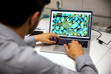 بررسی فایل مدار الکترونیکی دستگاه IDS توسط حسین باختر محقق و دانشجوی پزشکی دانشگاه علوم پزشکی بقیه الله(عج)