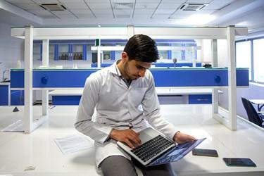 حسین باختر محقق و دانشجوی پزشکی دانشگاه علوم پزشکی بقیه الله(عج) و مدیر پروژه