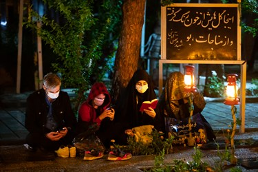 دعا و مناجات خوانی مردم در مراسم شب احیا در بهشت زهرا (س)