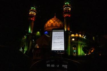 مراسم احیای شب نوزدهم در میدان فلسطین پس از بارش باران الهی به صورت خودرویی برگزار شد