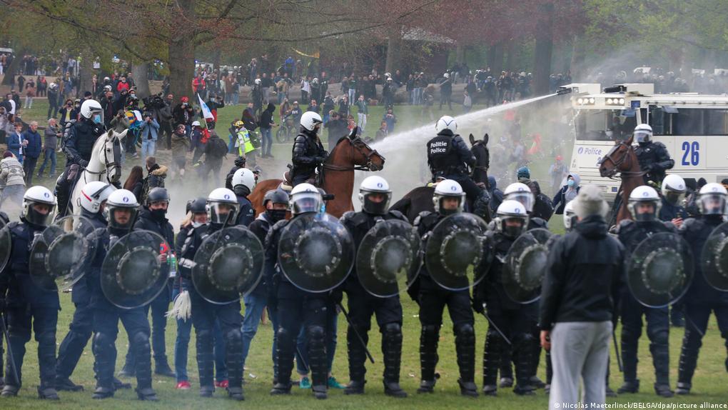 برخورد خشن پلیس بلژیک با تظاهرات ضد محدودیتهای کرونایی