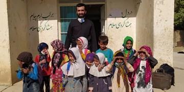 معلمی که خود را نذر بچههای «سرآقاسید» کرد
