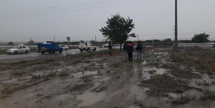 بارشها به تأسیسات برق در روستاهای میامی خسارت زد+تصاویر