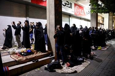 مراسم قرآن به سر گرفتن شب بیست و یکم ماه مبارک رمضان در خیابان ری تهران