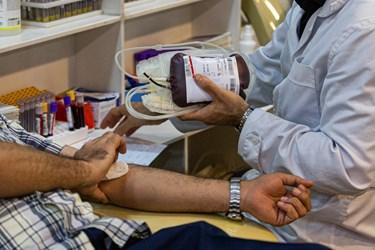 اهدای خون در مرکز اهدای خون وصال در شب قدر