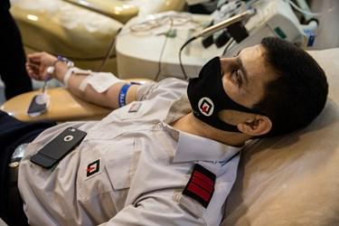 اهدای پلاسمای خون در مرکز اهدای خون وصال در شب قدر