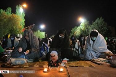 احیای شب بیست و یکم در جوار شهدای گمنام دانشگاه آزاد کرج