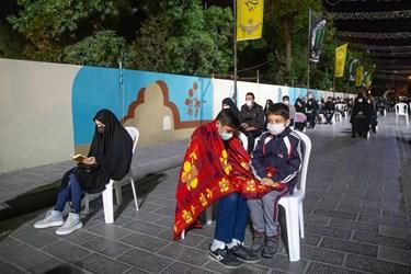 مردم در شب بیست و یکم مرکز شهر را برای مراسم دعا و اقامه عزا انتخاب کردند