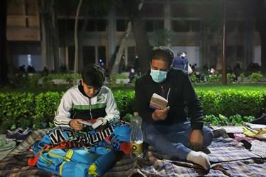 حضور نوجوانان در مراسم احیای شب بیست و یکم ماه رمضان